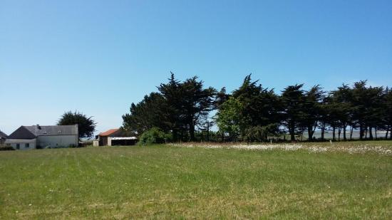 la ferme, les installations et pâturages sont en périphérie sur la droite du hameau