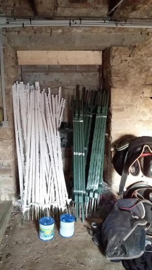 100 piquets plastiques et 400m rubans pour diviser 6 paturages 1